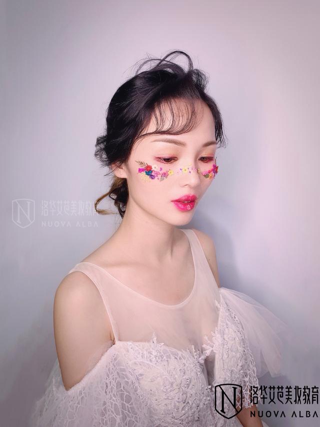 2019-8-2优秀化妆作品图片2