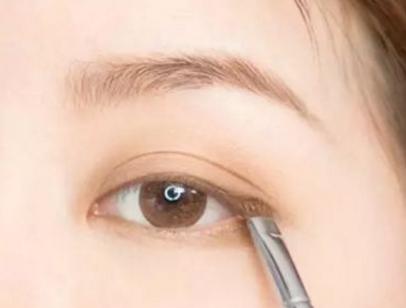 长沙化妆学校哪个好?教你如何化淡妆,轻松做素颜女神!