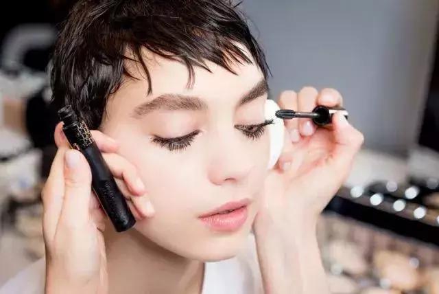 """新手化妆不容错过的技巧,""""手残党""""必看。"""