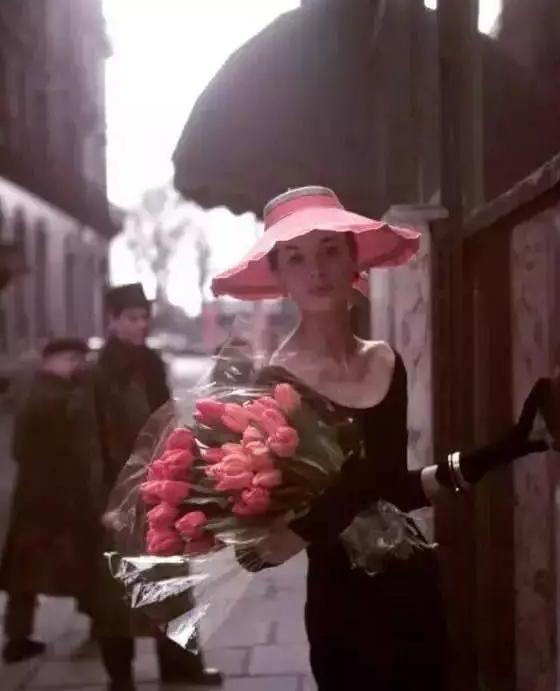 怎样穿搭才好看?法式经典浪漫款,你值得拥有!