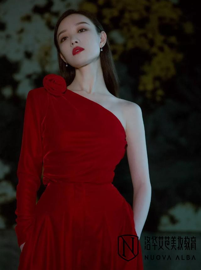 穿衣搭配法则,一席红丝绒让人美到心颤