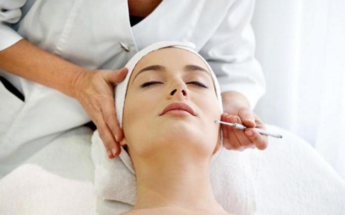 敏感肌如何护肤?洛华艾芭的美容师教你这样做,肌肤白嫩显气色