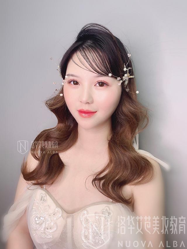 洛华艾芭课堂温柔甜蜜新娘妆造型图片