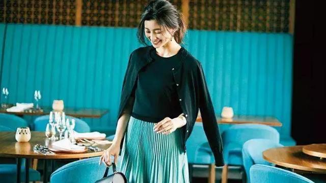 秋季如何穿搭?针织开衫是不错的选择