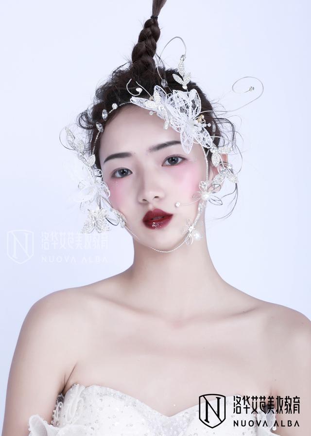 化妆师的前景如何,如何选择化妆学校