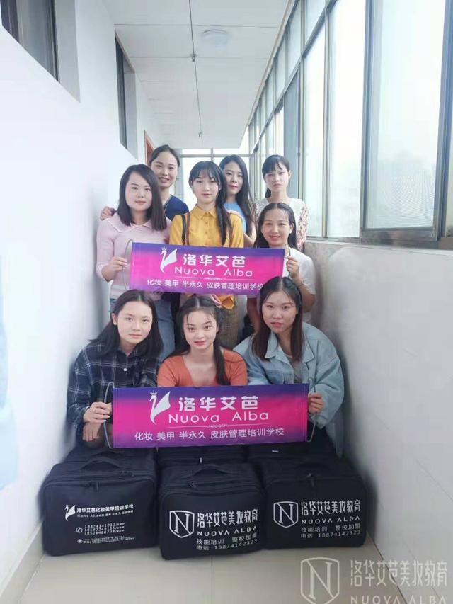 洛华艾芭美妆教育集团携手#湖南省结核病(胸科)医院#迎庆活动表演打造妆容!