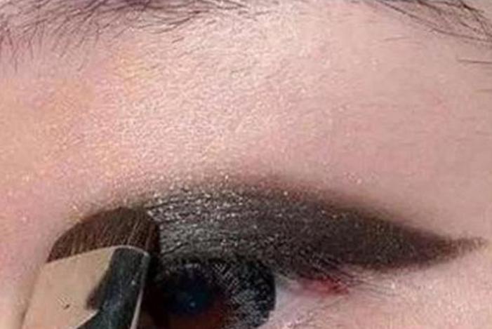不会画眼妆的女人看过来,化妆师手把手教你