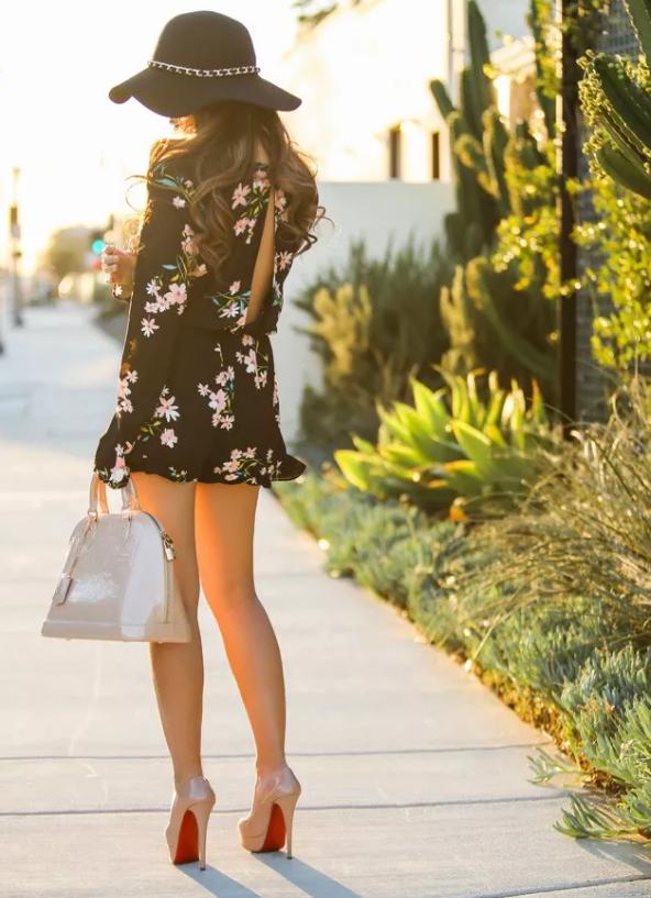 秋天印花裙这样穿才美