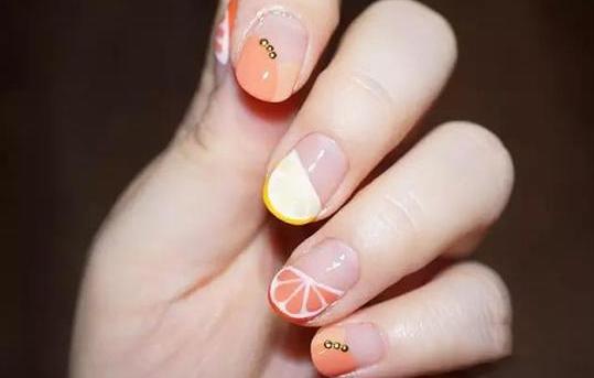 洛华艾芭美甲师教你做柚子法式美甲