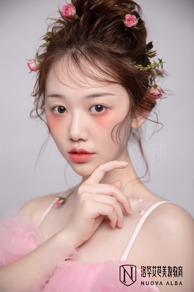 学化妆有哪些细分领域,我学哪种合适呢?