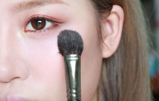 女生为什么要学化妆