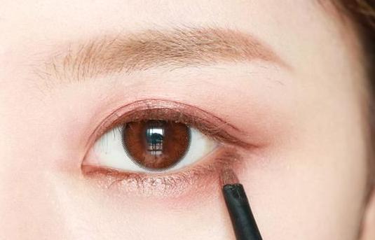 长沙哪里可以学化妆?化妆新手如何画眼影?