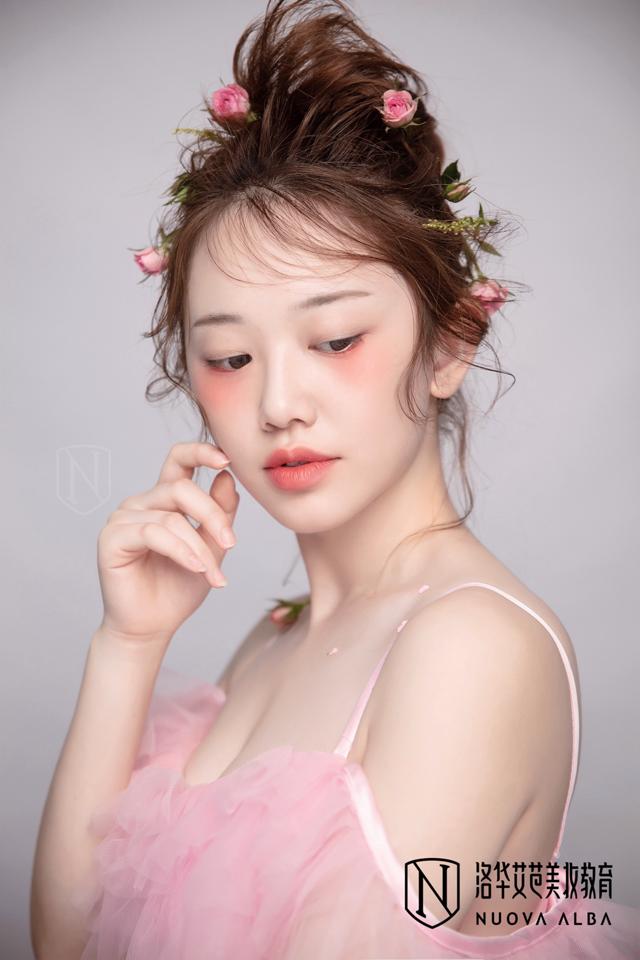 长沙学化妆学费多少钱