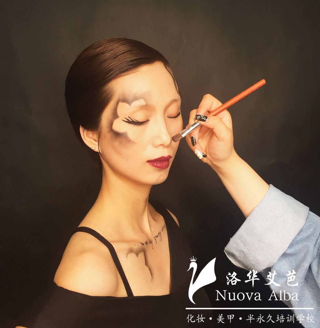 新手怎么学化妆?长沙化妆学校教您化妆步骤